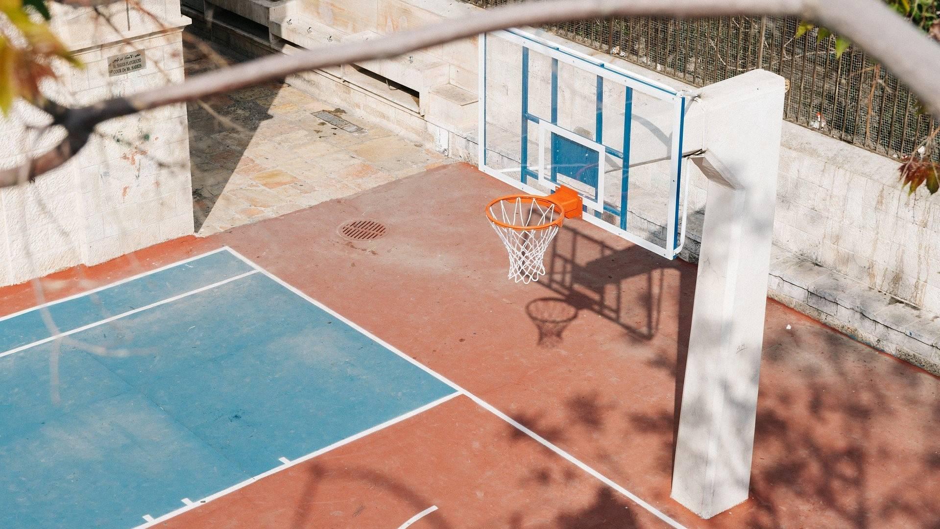 A chi affidarsi per la pulizia del cortile  della scuola | SAGEM Pulizie Milano